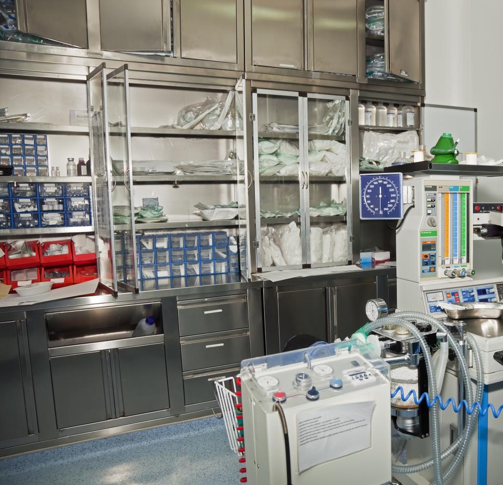 Mobili in acciaio inox per uso sanitario ospedali for Arredo sanitario