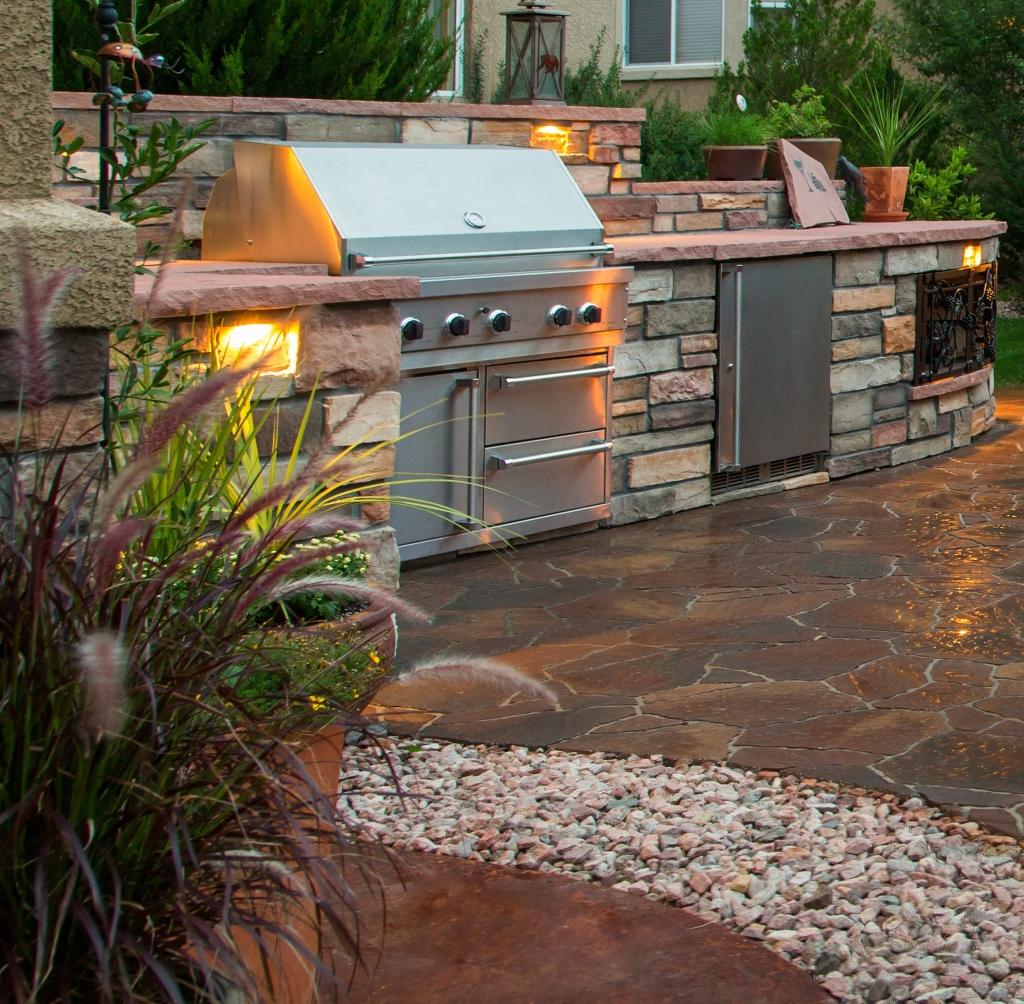 Barbecue con cucina da esterno