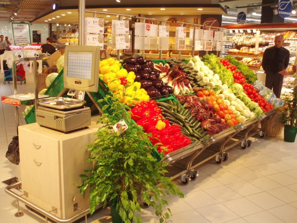 Espositori ortofrutta supermercato